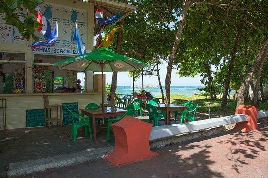 John's Beach Bar : view from malecon
