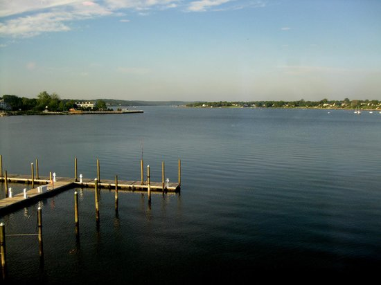 Oyster Point Hotel: Navesink River