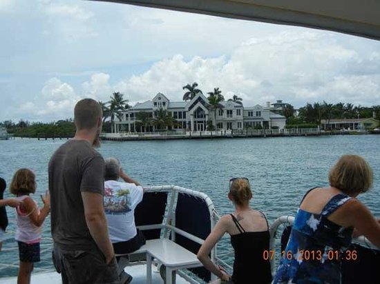 Manatee Queen Excursions: Visitors from Washington and Virginia enjoying South Florida.