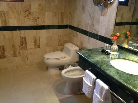 Grand Bahia Principe Cayacoa : bathrooms as big as the bedroom!