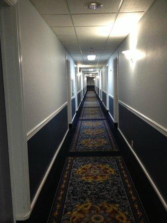 Super 8: sad sad hallway