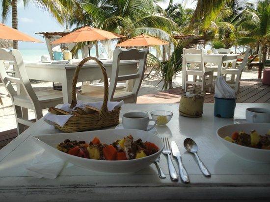 Agua Spa & Yoga Center by Casa Las Tortugas: Desayuno en el mar