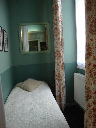 Hotel Garlande : Single bed in alcove