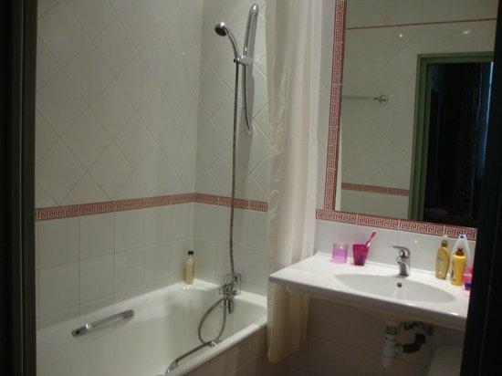 Hotel Garlande: Full bath