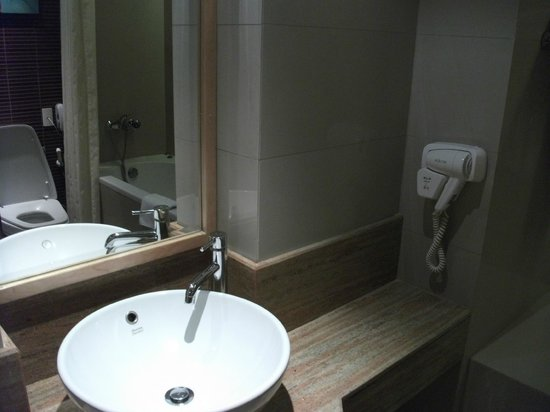 Richmond - the Stylish Convention Hotel: bathroom