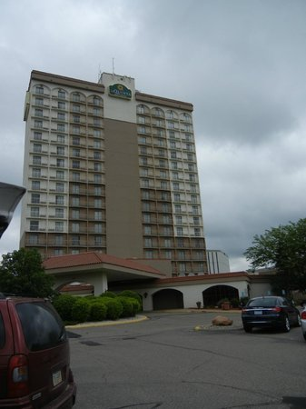 La Quinta Inn & Suites Minneapolis Bloomington W: hotel from outside
