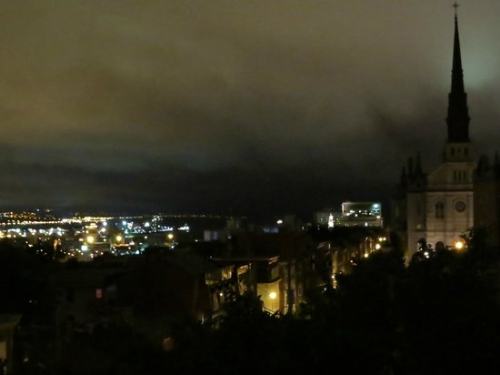 Chateau des Tourelles: Night time view from the rooftop.
