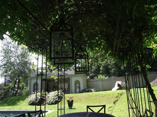 RiverView Bed & Breakfast : shady  cool oasis away from the heat and sun
