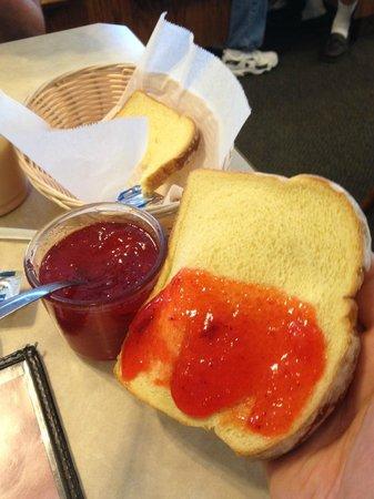 Grandma's Homestead Restaurant: strawberry jam