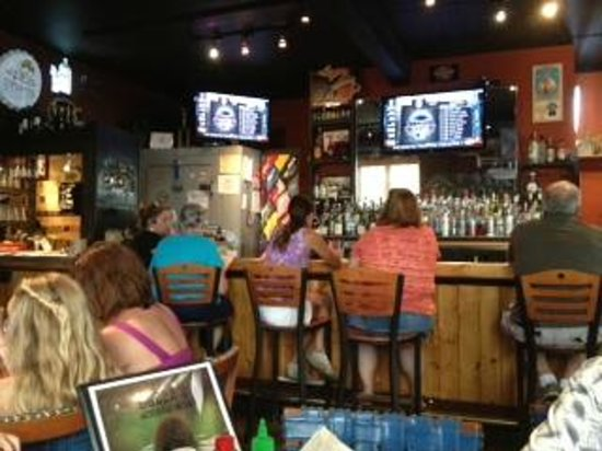 Bubba's: Bar...lots of good deals!!!