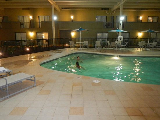 Holiday Inn Mansfield-Foxboro Area: La piscine intérieure de l'hôtel.