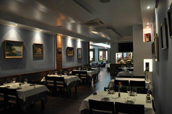 uno de los comedores - Picture of Restaurante El Jardin, Lloret de ...