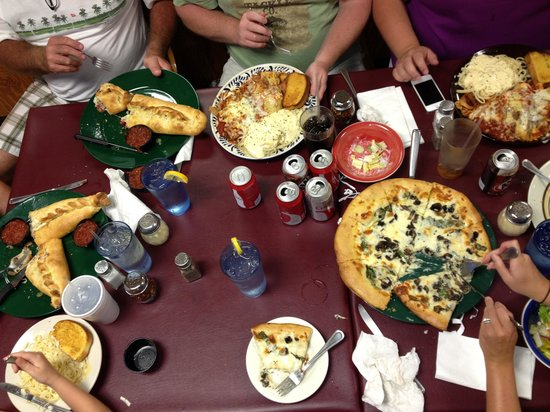 Vertoris Pizza House: Samplers, spinach Alfredo pizza, and Stromboli x2