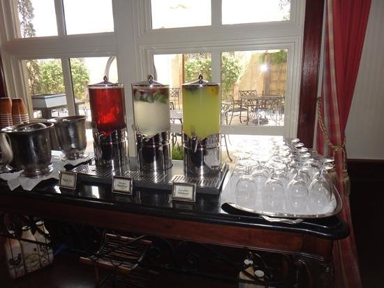 French Quarter Inn: all day beverages (including sweet tea) available in the lobby