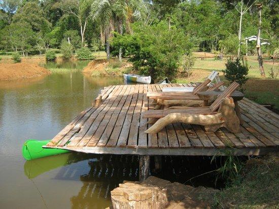 San Sebastian de la Selva: lago con solarium