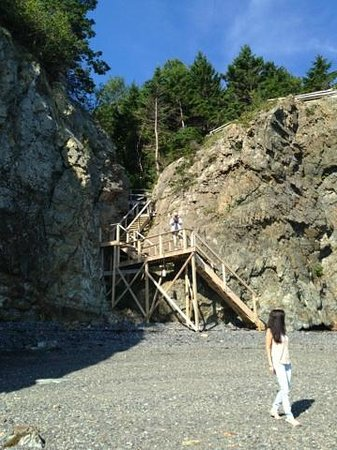 Inn at Bay Ledge: Down at the private beach