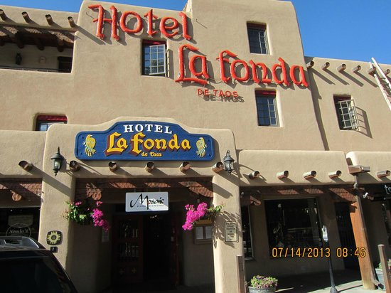 Hotel La Fonda de Taos: Hotel signage