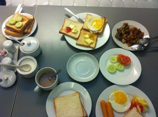 myhotel Pratunam: Breakfast