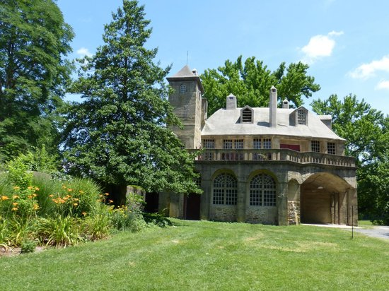 Fonthill: Building across from Castle