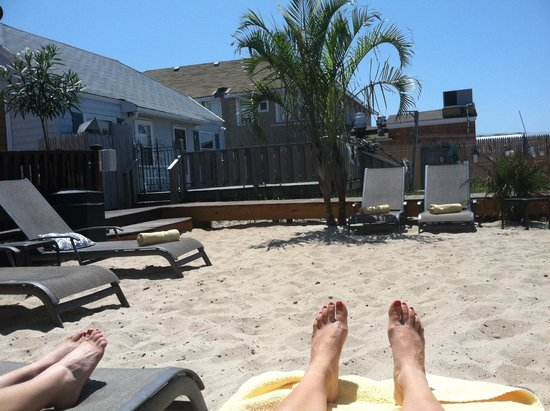 The Palms Hotel Fire Island: Back end of the Palms bay east