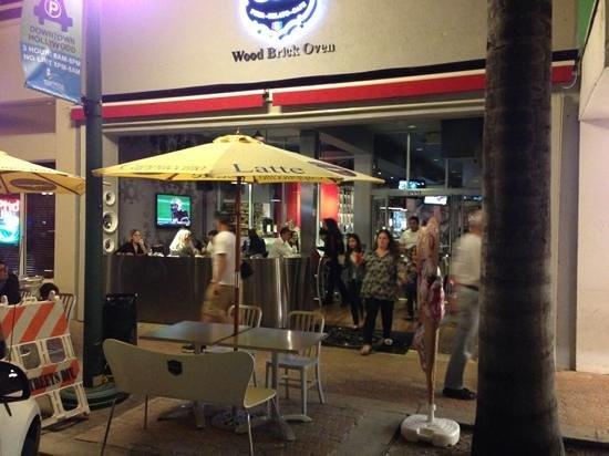 Cinquecento Pizza Gelato & Cafe: puerta