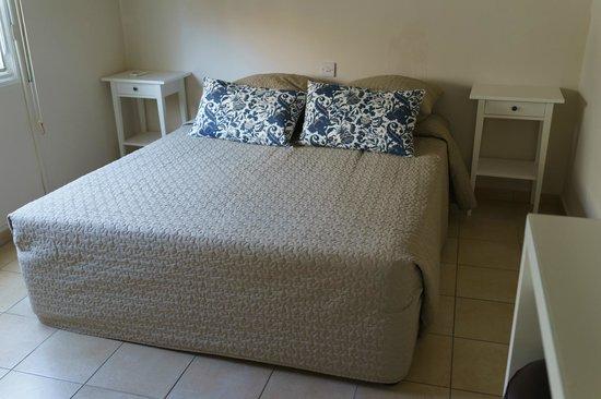 Alexia Hotel Apartments : ベッドルーム