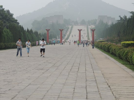 Tomb of Emperor Tang Gaozong (Qianling): Approad to Emperor and Empress Masoleum