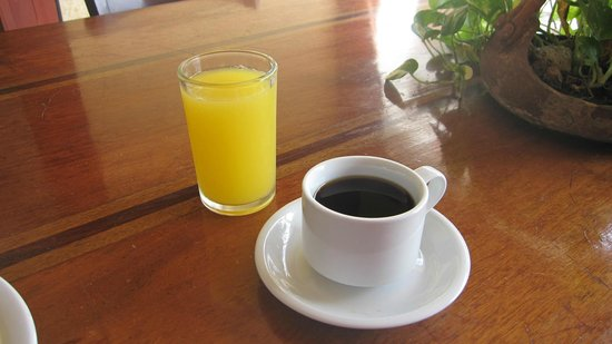 Hotel Mozonte: Fresh OJ and Coffee (Get to breakfast by 8 a.m.)