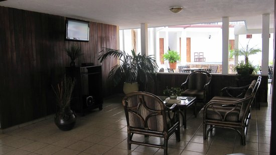 Hotel Mozonte: New building - lounge area near pool