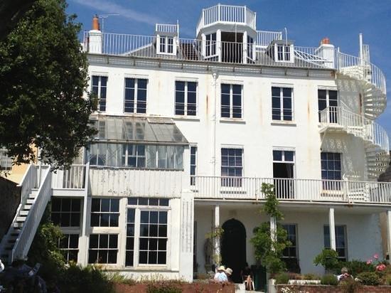Hauteville House: The back of Victor Hugo's home