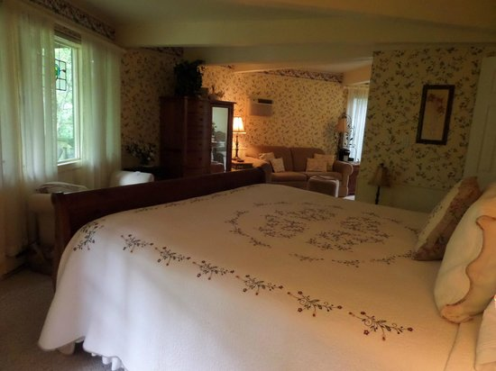 Crooked Oak Mountain Inn: Willow Room