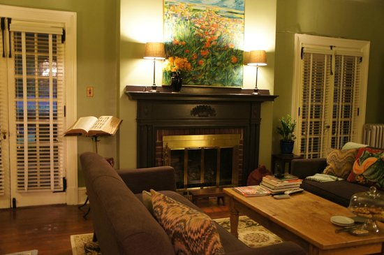 The Lancaster Bed and Breakfast: The living room