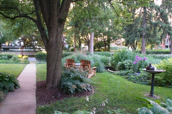 The Lancaster Bed and Breakfast : The grounds