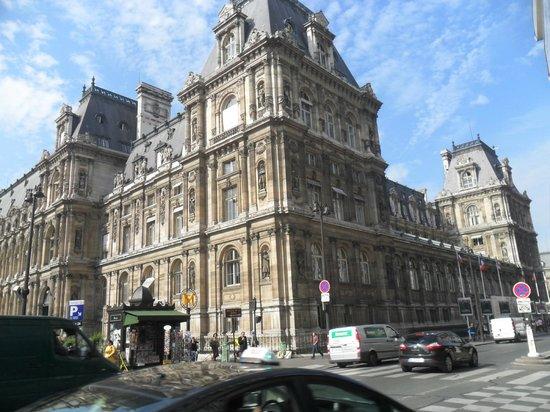 France Louvre: a pocos metros del Hotel de Ville