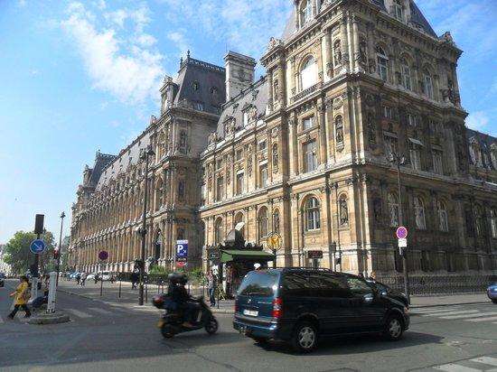 France Louvre: hotel de ville
