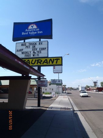 Americas Best Value Inn Holbrook : Shows proximity of Motel to Diner