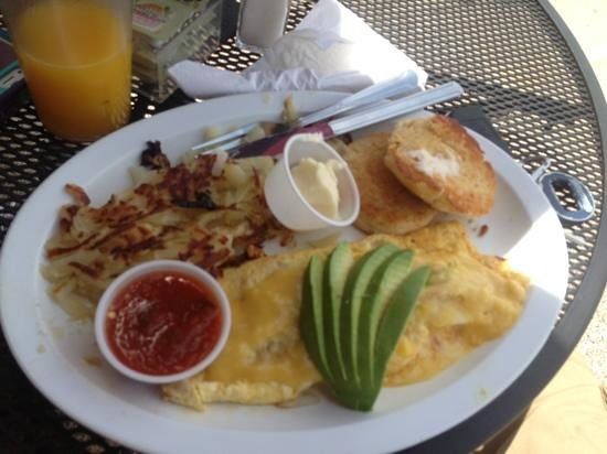 Grapevine Cafe & Coffeehouse : crab meat omelette and hash browns