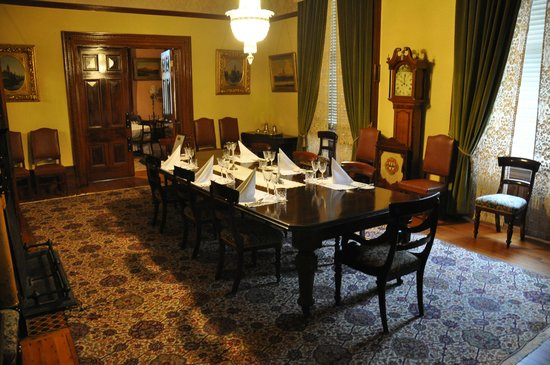 Martindale Hall Heritage Museum: The formal dining room.