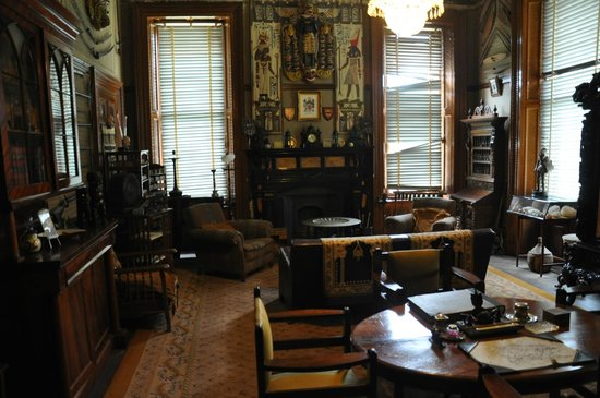 Martindale Hall Heritage Museum: The men's smoking room with an array of interesting collectables such as weapons, flags and armo