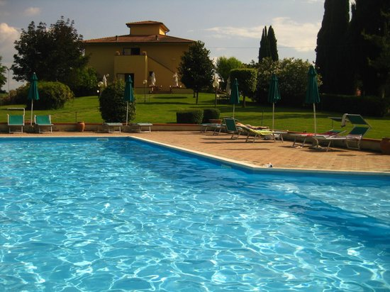 Agriturismo Colleverde: Pool and surrounding