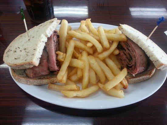 Mo's Bagels INC: sandwich de pastrami