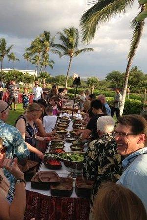 Sunset Luau at the Waikoloa Beach Marriott: great buffet in beautiful atmosphere