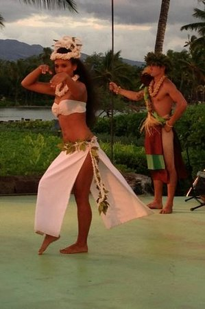 Sunset Luau at the Waikoloa Beach Marriott: live entertainment with authentic performers