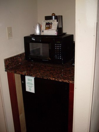 Holiday Inn Hotel & Suites Orange Park: Mini Fridge and Micro in Queen room