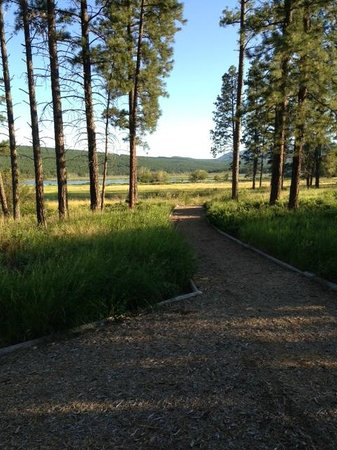 Elizabeth Lake Lodge: BEAUTIFUL GROUNDS WITH WILDLIFE SANCTUARY