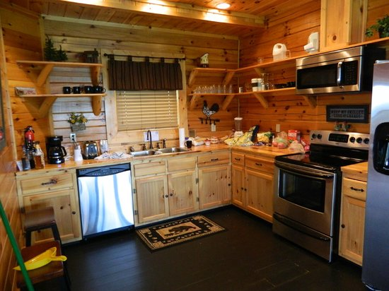 Brother's Cove Log Cabin Rentals : Kitchen