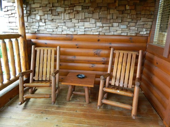 Brother's Cove Log Cabin Rentals : Upper Deck