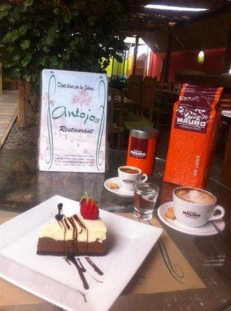 Antojos Restaurant: cafetería y repostería
