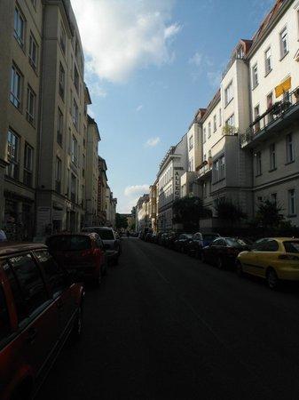 BEST WESTERN Hotel Berlin-Mitte: Al final de esta calle esta el Hotel