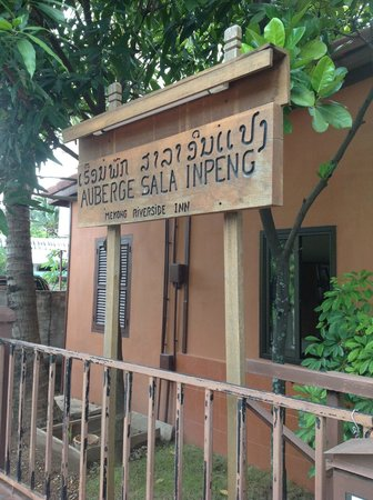 Auberge Sala Inpeng (Mekong Riverside Inn): The Sign Outside